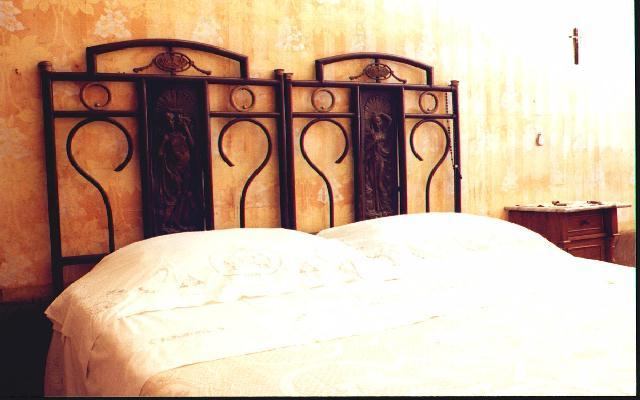 Ripamici ovvero gli amici di ripabottoni la camera da letto - Primo letto corredo ...